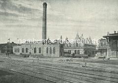 Elektrizitätswerk am Petersenkai im Hamburger Baakenhafen; im Vordergrund die Gleise der Kaibahn.
