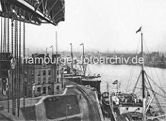 Blick vom 75 Tonnen Kran am Kaiser Wilhelm Höft auf den Kaiser-Wilhelm-Hafen und das Ellernholzhöft - historische Fotografien aus dem Hamburger Hafen.