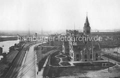 Blick auf den unteren Ellerholzhafen / Kohlekai im Hamburger Hafen - Verwaltungsgebäude und Durchfahrt vom Kaiser-Wilhelm-Hafen / Reiherkai.