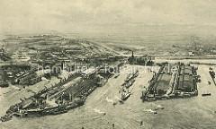 Luftaufnahme vom Hamburger Hafen im Stadtteil Steinwerder - im Bildzentrum der Kaiser-Wilhelm-Hafen, re. davon der Ellerholzhafen und lks. der Kuhwerder Hafen.
