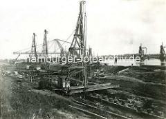 Geschichte des Hamburger Hafens - Bau vom Waltershofer Hafen; Bauarbeiten am Kai.