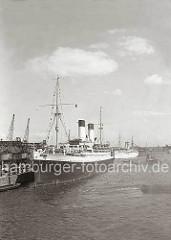 Das 1924 gebauten Passagierschiffe MONTE SARMIENTO liegt vorm Fruchtschuppen A am Versmannkai des Hamburger Baakenhafens. Das 152 m lange und 20 m breite Dampfschiff gehört der Reederei Hamburg Süd und wurde nach einem Berg im südamerikanischen