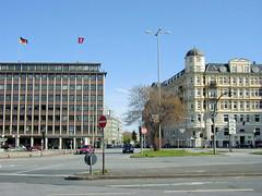 Bilder aus dem Hamburger Stadtteil Neustadt, Bezirk Hamburg Mitte. Blick über den Johannes-Brahms-Platz zur Mündung der Kaiser-Wilhelm-Straße (2001).