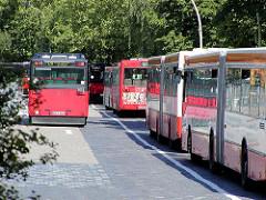 Provisorische Bushaltestellen / Parkplätze während des Umbaus des Zentralen Omnibusbahnhof Hamburg ( ZOB ).