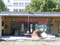 Ladenzeile / Reisebüros am Hamburger ZOB - Architektur der 1950er Jahre.