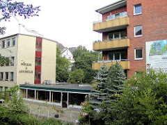 Wohnhaus, Restaurant am Wasser; Architektur der 1960er Jahr am Goldbekkanal / Dorotheenstrasse.