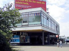 """Areal von """"Carl C.E. Clausens Konzertgarten"""" am Spielbudenplatz, im II. Weltkrieg zerstört - dann ab 1958 Bowlingbahn, jetzt Hochhaus-Komplex Tanzende Türme."""