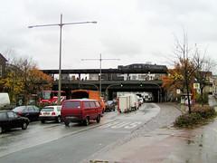 Bilder aus dem Hamburger Stadtteil St. Georg, Bezirk Mitte. Straßenverkehr in der Bürgerweide - im Hintergrund die Haltestelle Berliner Tor (2001).