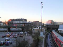 Bilder aus dem Hamburger Stadtteil St. Georg, Bezirk Mitte. Bahngleise und Haltestelle Berliner Tor / Bürgerweide. (2002)