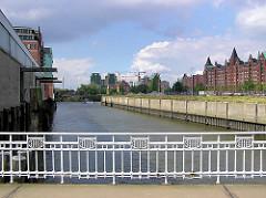 historisches Geländer der Ericusbrücke über den Ericusgraben in der Hamburger Hafencity ( 2004)