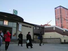Bilder aus dem Hamburger Stadtteil St. Georg, Bezirk Mitte. Eingang zur Haltestelle Berliner Tor (2002).