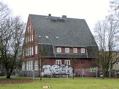 Fotos aus dem Hamburger Stadtteil Hohenfelde, Bezirk Hamburg-Nord. Alte Polizeiwache an der Angerstraße / Lübecker Straße; erbaut 1913/14 - Architekt Fritz Schumachaer - das Gebäude steht unter Denkmalschutz (2002).