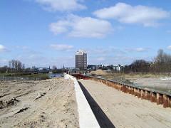 Bauarbeiten am Haken in Hamburg Rothenburgsort / Entenwerder - der Fusweg Alexandra Stieg / Fernradweg Elbe wird gebaut