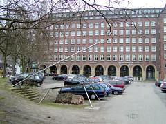 Der Domplatz und das Pressehaus in der Hamburger Altstadt. (2002)