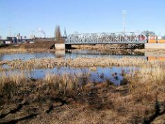 Der Ellerholzkanal, die Verbindung zwischen dem Rosshafen und dem Rodewischhafen / Travehafen wird ab 2000 zugeschüttet. (2002)