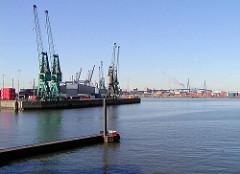 Ausblick von der Ellerholzschleuse auf Hafenkräne am Buss Hanse Terminal in Hamburg Steinwerder - im Hintergrund die Köhlbrandbrücke. (2002)