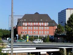 Bilder aus dem Hamburger Stadtteil St. Georg, Bezirk Mitte; Hauptfeuerwache Berliner Tor (2002).