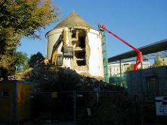 Abriss vom Luftschutzbunker / Zombeckbunker am ZOB in Hamburg St. Georg.