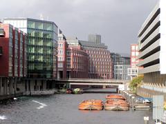 Fotos aus dem Hamburger Stadtteil Neustadt, Bezirk Hamburg Mitte; Blick von der Schaartorschleuse auf das Alsterfleet (2002).
