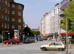 Blick über den Winterhuder Marktplatz in die Alsterdorfer Straße in Hamburg Winterhude.