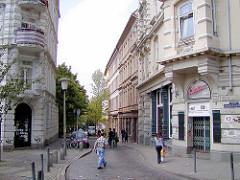 Blick in die Trommelstrasse, Seitenstrasse vom Hein Köllisch Platz - die rechten hinteren Gebäude wurden 2004 abgerissen.