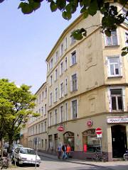 Blick in die Lincolnstrasse / Ecke Trommelstrasse, mehrstöckige Wohnblocks - historische Bebauung auf Hamburg St. Pauli - die Gebäude, u. a. auch das Geburtshaus von Carl Hagenbeck - wurden 2004 abgerissen, um einem Neubau Platz zu machen.