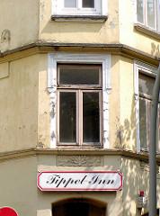 Eckgebäude Trommelstrasse / Lincolnstrasse, HH- St. Pauli; Eckkneipe Trippel - Inn, leerstehender Wohnraum.