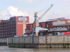 Fotos aus dem Hamburger Stadtteil Rothenburgsort;  mit Graffiti versehene Gewerbegebäude am Brandshofer Deich / Billhafen (2003).