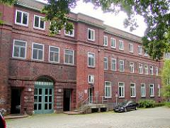 Ältere Ansicht von der Rückseite des Eingangsgebäudes vom  Allgemeinen Krankenhaus Eilbek in Hamburg.