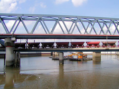 Fotos aus dem Hamburger Stadtteil Rothenburgsort; Eisenbahnbrücken über den Oberhafenkanal / Billhafen (2003).