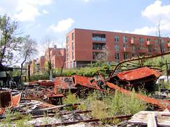 Fotos vom Verlauf der Bille in Hamburg; Ruine einer abgebrannten Werft am Billeufer in Hamm (2003).
