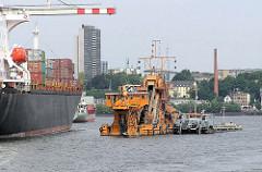 Eimer-Kettenbagger ODIN bei der Arbeit im Hamburger Hafen, Tollerort.