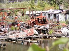 Fotos vom Verlauf der Bille in Hamburg; Ruine einer abgebrannten Werft am Billeufer in Hamm (2003)