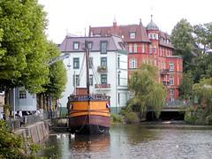 Fotos vom Verlauf der Bille in Hamburg; Kneipen- Restaurantschiff Kogge im Bergedorfer Hafen (2003) - abgewrackt 2004).