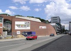 Baustelle zum Elbberg campus an der Großen Elbstraße in Hamburg Altona / Neubau der Brücke über die ehem. Schellfischbahn am Elbberg.