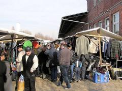 Flohmarkt auf dem Gelände des ehem. Güterbahnhof Hellbrookstrasse in Hamburg Barmbek ( 2004)