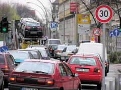 Straßenverkehr in der Hamburger Stresemannstraße - Hamburg Altona-Nord, 2004.