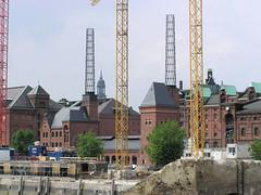 Kesselhaus in der Hamburger Hafencity, Speicherstadt; Blick über den Sandtorhafen (2003).