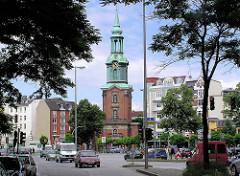 Dreieinigkeitskirche in Hamburg St. Georg - Blick von der Kirchenallee (2004)