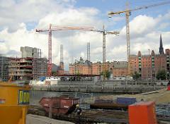 Baustelle in der Hamburger Hafencity am Sandtorkai - Speichergebäude der Speicherstadt, Kesselhaus. (2004)