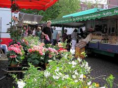 Biowochenmarkt in Hamburg Winterhude / Winterhuder Marktplatz.