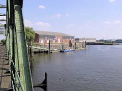 Magdeburger Hafen - Blick von der Baakenbrücke zur Mündung des Baakenhafens.