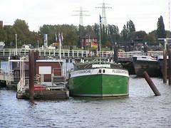 Fotos von der Billwerder Bucht, ursprünglicher Verlauf der Hamburger Norderelbe bis 1879; Liegeplatz der Flussschifferkirche (2004).