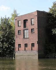 Lagerhaus am Neuhäuser Damm / Marktkanal in Hamburg Veddel. ( 2004 )