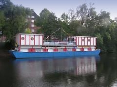 Theaterschiff auf dem Isebekkanal in Hamburg Eimsbüttel. (2004)