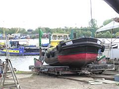 Fotos von der Billwerder Bucht, ursprünglicher Verlauf der Hamburger Norderelbe bis 1879. Arbeitsboot Moni auf der Slipanlage einre Werft  am Ausschläger Elbdeich (2004).