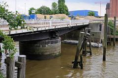 Restauration der historischen Drehbrücke, Ericusbrücke über den Ericusgraben in der Hamburger Hafencity.