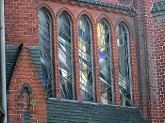Glasfenster der  HeiligenGeistkirche in Hamburg Barmbek; die Kirche wurde 1903 nach einem Entwurf von Hugo Groothoff im neugotischen Stil erbaut und 2005 entwidmet.