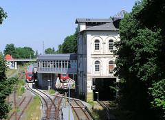 Bilder vom Bahnhof  im Hamburger Stadtteil Blankenese. Das Bahnhofsgebäude wurde 1867 errichtet und 2007 restauriert. (2005)