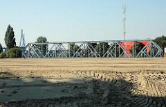 Zuschütten vom Ellerholzkanal - Verbindung vom Rosshafen und Travehafen in Hamburg Steinwerder (2005)